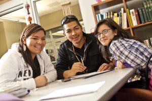 estudiantes-latinos-UNR__Excelencia_Media